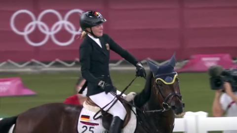 Descalifican a entrenadora alemana por golpear a caballo en Juegos Olímpicos