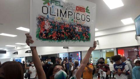 🎥 Hasta el mariachi recibió a la Selección Mexicana Olímpica en el aeropuerto