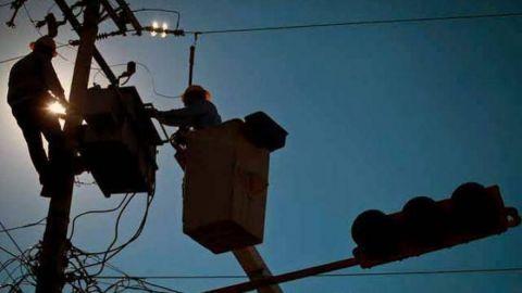 Permanecen 15 mil mexicalenses sin luz desde hace 4 días por falla de CFE