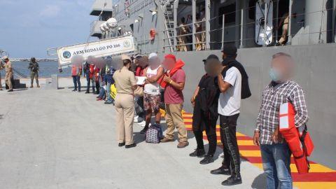 Rescatan a 19 náufragos, viajaban en una embarcación robada