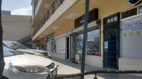 Hombre se quita la vida frente a su hijo en una plaza comercial de Tijuana