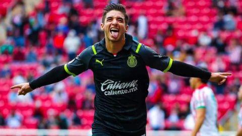 Chivas volvió al triunfo al ganar con penal que se repitió