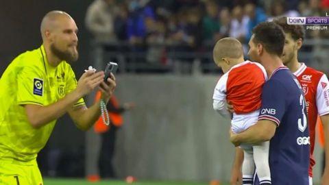 Portero del Reims le toma foto a su hijo con Messi