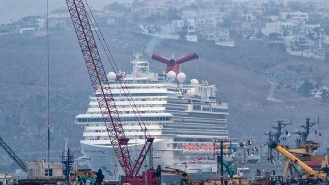 Después de 17 meses arriba crucero con turistas a Ensenada