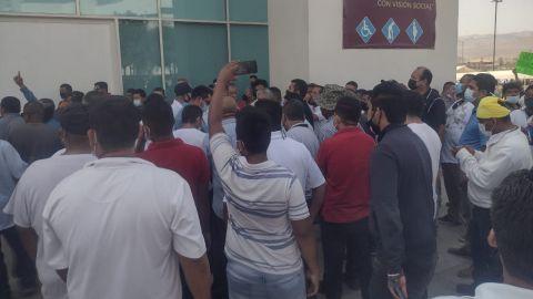 Taxistas se manifiestan afuera de IMOS; reclaman altos costos de infracciones