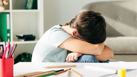 Padres deben apoyar a hijos al regreso a clases: psicólogos