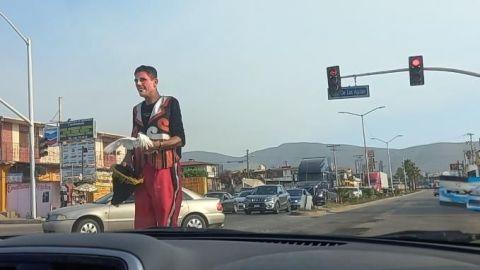 Artistas se ganan la vida en la calle