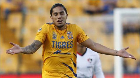 Carlos Salcedo presume pantuflas de 13 mil pesos