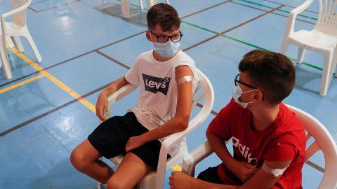 Noruega extiende medidas sanitarias y anuncia vacunación a menores de 15 años