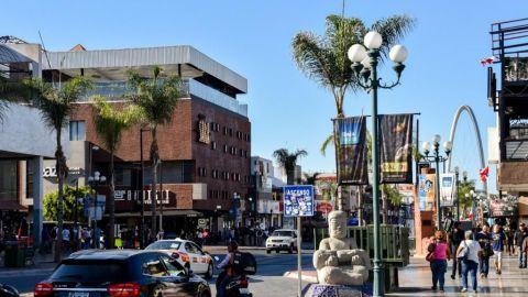 Intento masivo de cruce migrante a EU afectó el turismo en Tijuana