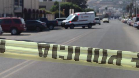 Identifican a hombre muerto en automóvil