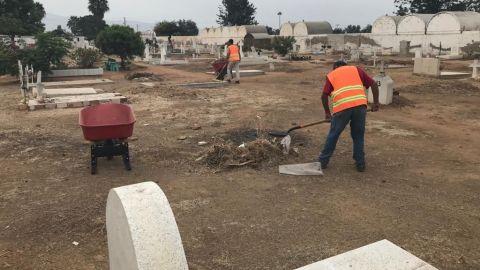 Limpian panteones municipales