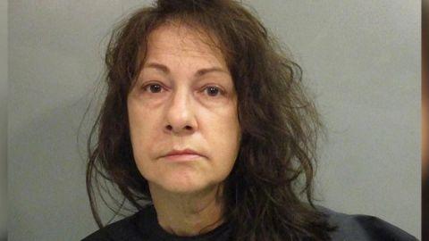 Mujer oculta el cuerpo de su madre para seguir cobrando su pensión