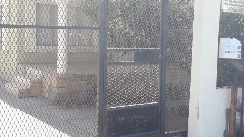 Refuerzan puertas de viviendas por incremento de robos