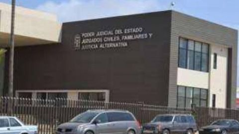 ¡VIDEO EXTREMO! Sujeto atenta contra su vida en Ensenada