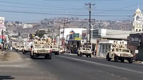 Desfilan cuerpos cívicos y militares en Ensenada