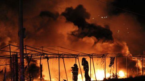Fuerte incendio de bodega en blvd. Blake Mora