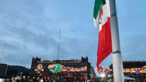 Bandera a media asta en memoria de las víctimas de los sismos de 1985 y 2017