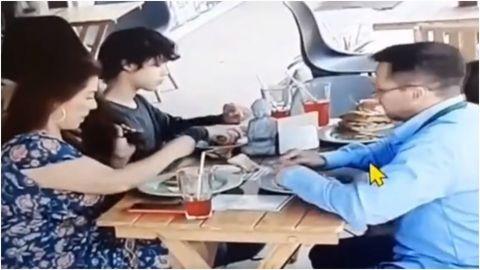 📹 VIDEO: Frente a sus hijos, padres ponen cabello en comida para no pagarla