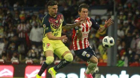 Chivas arrebató empate al América en el Azteca y arbitraje se roba el show