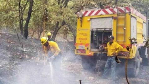 Re-abren autopista Tijuana-Mexicali tras incendio; alertan por humo