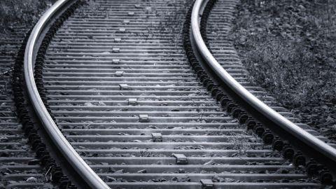 Joven muere arrollado en vías del tren en Mexicali