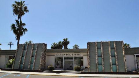 AMLO duerme en hotel de Ensenada, acusado de deuda millonaria por agua