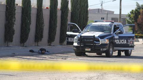 Hombre es ejecutado en la vía pública en parque industrial de Tijuana