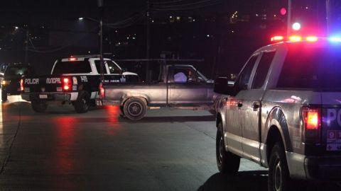 Asesinan a varón sobre su vehículo a mitad de la carretera
