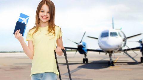 EU exime a niños del requisito de vacunación al viajar por avión