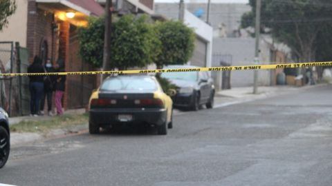 Atacan a disparos a sujeto en Villa Fontana III; policías solo hallaron el auto
